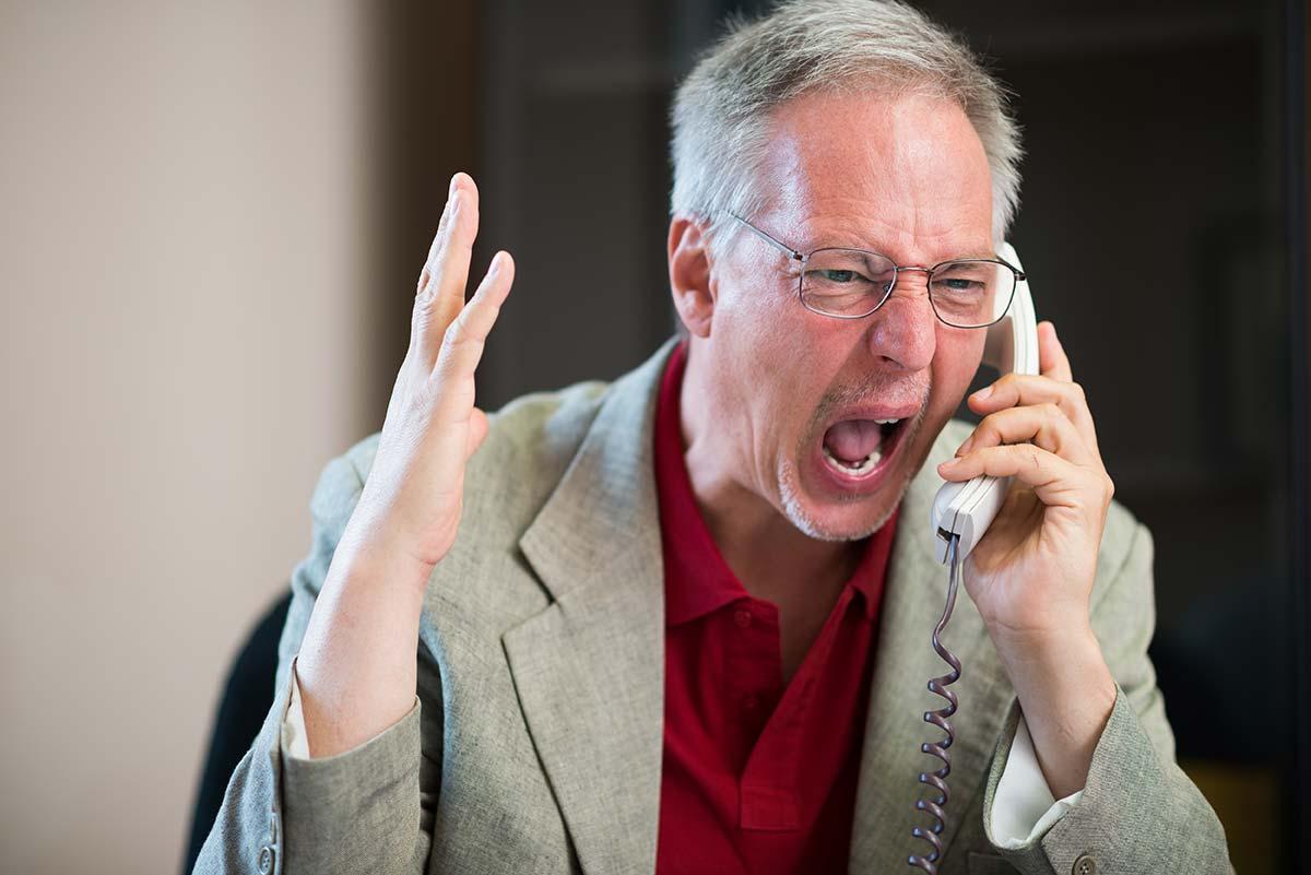 vendeur-facher-telephone-visite